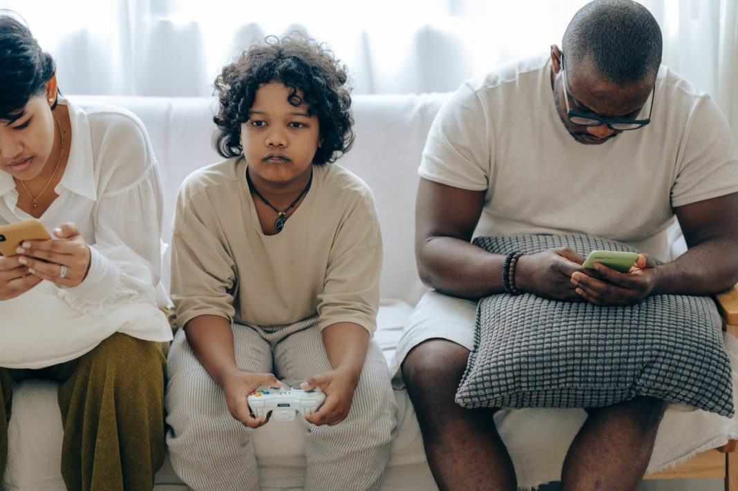 Social Media Impact: How Social Media Affects Family Relationships